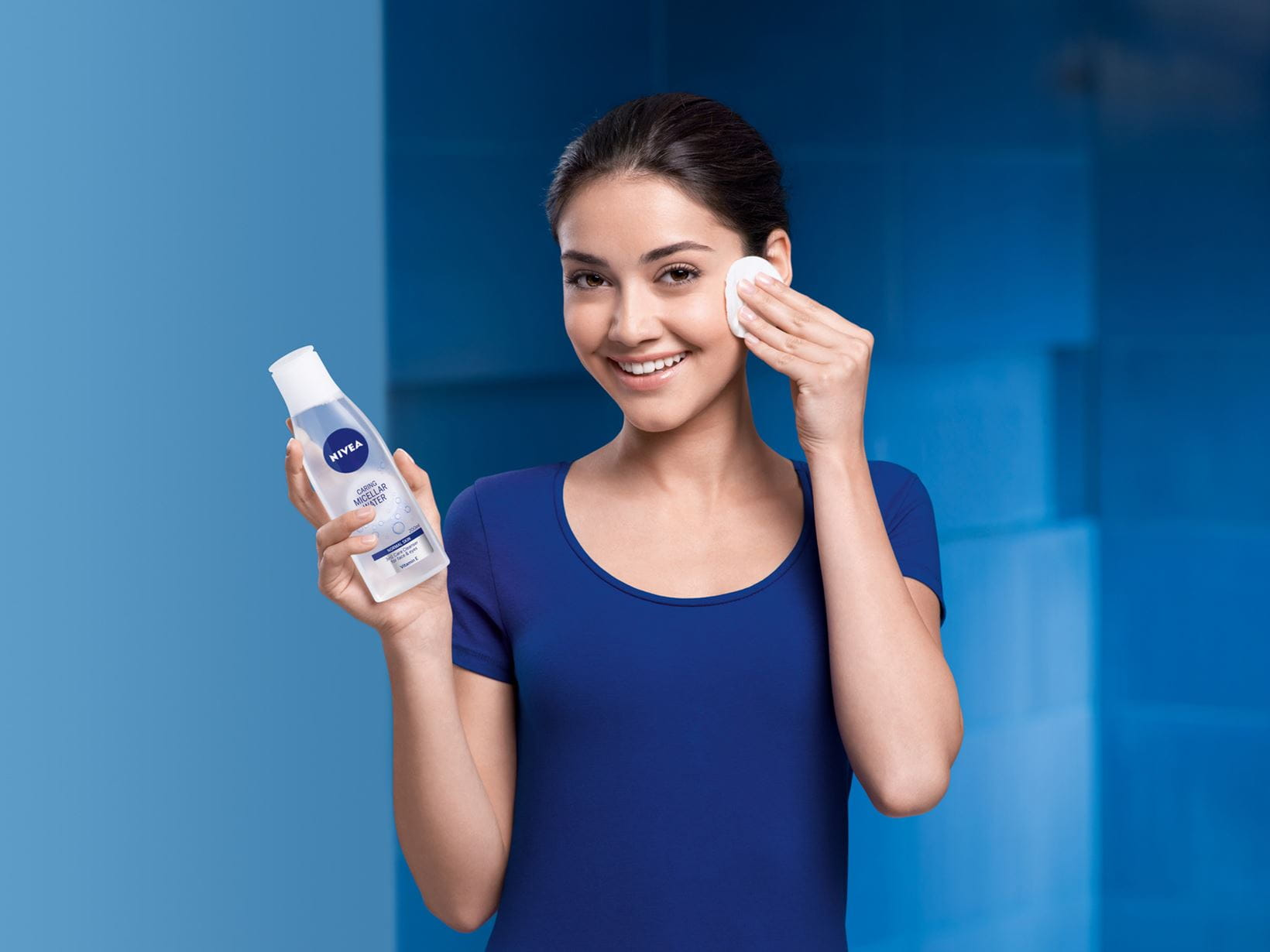 Woman cleansing with NIVEA Micellar Water